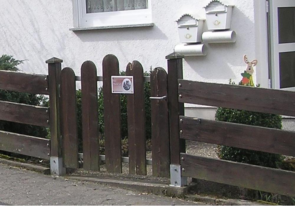 Altes Holzgartentor